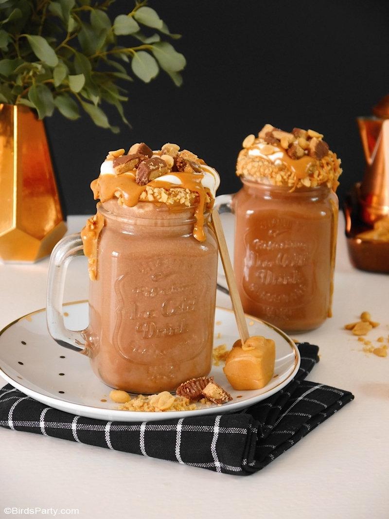 Chocolat Chaud et Fudge au Beurre de Cacahuètes - 2 recettes simples et délicieuses pour pimenter votre chocolat chaud d'hiver! Parfait pour les fêtes! by BirdsParty.com @birdsparty #recette #recetteboisson #apero #recettenoel #chocolat #beurrecacahuetes #chocolatchaud #boissonchaude