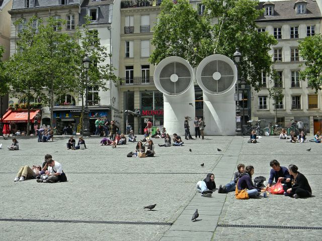 place Paryża, Paryżanie, turyści
