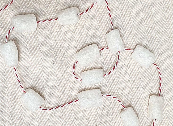 Make Marshmallow Garland for the Christmas Tree