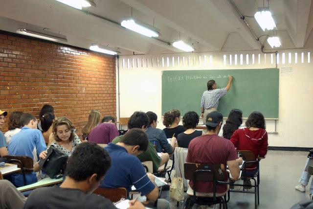 Assista à live na íntegra: Governo federal anuncia aumento do piso dos professores