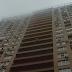 Патрульний на льоту спіймав жінку, яка стрибнула з балкону 15 поверху на вулиці Туманяна