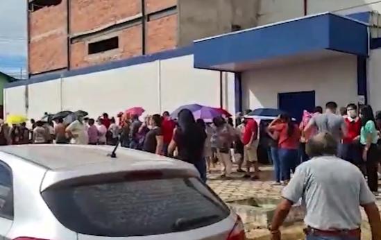 Aplicação da segunda dose gera fila e aglomeração em Porto Velho