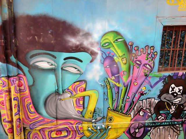 Valparaíso Street Art: Caricature of a musician