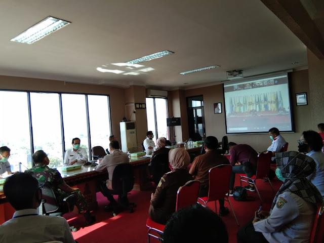 Dandim 0410/KBL Kolonel Inf Romas Hadiri Video Converence di Kantor Walikota Balam
