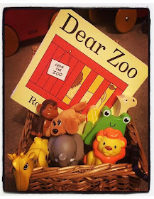 "<img src=""dearzoo.png"" alt=""diy storytelling basket role play"">"