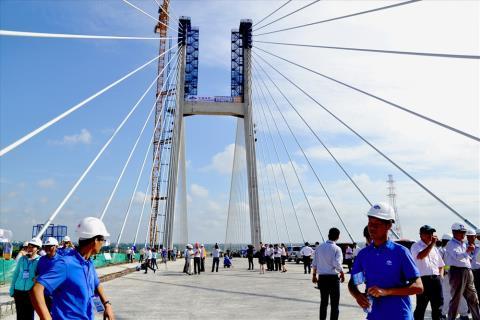 Cầu Vàm Cống chưa thể khai thác do sự cố nứt dầm thép