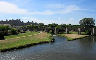 Antiguo puente de Carcassone. Ruta por el país de los Cátaros. Francia