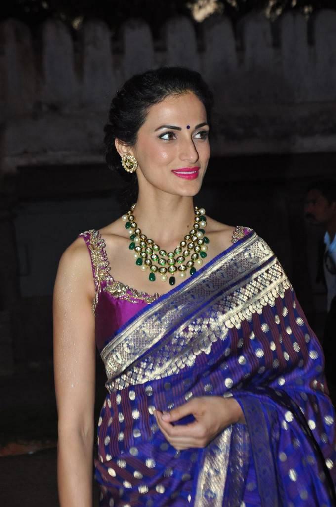Model Shilpa Reddy Stills In Blue Saree