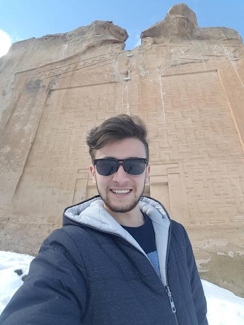 Harun İstenci Yazılıkaya Midas Anıtı önünde, Eskişehir'in Han ilçesinde...