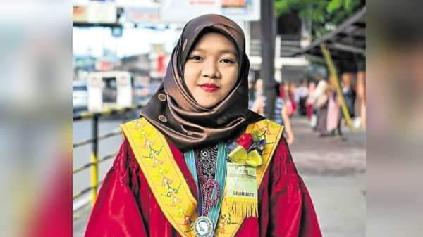 Social Worker board topnotcher recalls how she struggled to study amidst war in Marawi