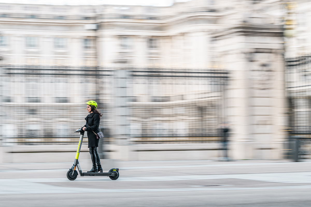 Ergonomic design e-scooter with next-gen operating system
