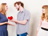 Pertimbangkan Hal Berikut Dulu Sebelum Pacaran Dengan Mantan Teman