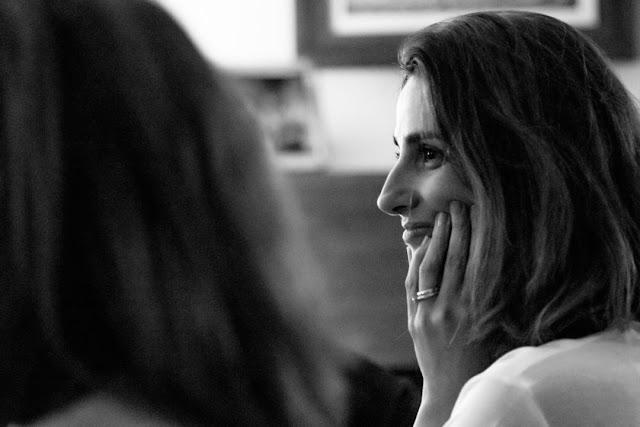 Retrato en blanco y negro de Silvia Moreno, de Cenas Adivina