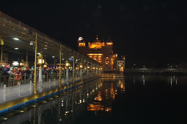 Golden Temple, Evening view with shrine of gold in lake