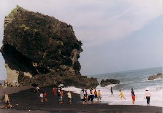 Pantai Watu Godek Lumajang