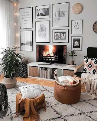 Desain Ruang TV Sederhana Tanpa Sofa (Selonjoran Santuy)