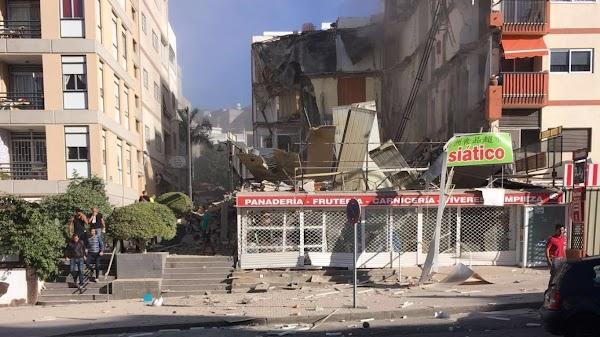 Una persona muerta  entre escombros del edificio derrumbado en Arona, tenerife