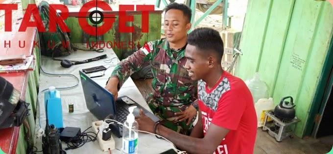 Transfer Teknologi, Satgas Yonif MR 413 Kostrad Ajarkan Pemuda Papua Operasikan Laptop