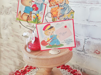 How to Display Vintage Valentines