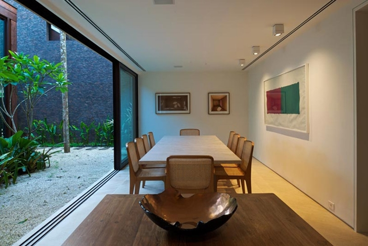 Dining room in Modern beach house in Brazil