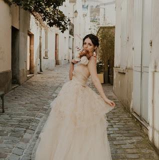 Robe de mariée Botanica Rose Gold D'Ors et de Soie, photo : Alyssa Belkaci