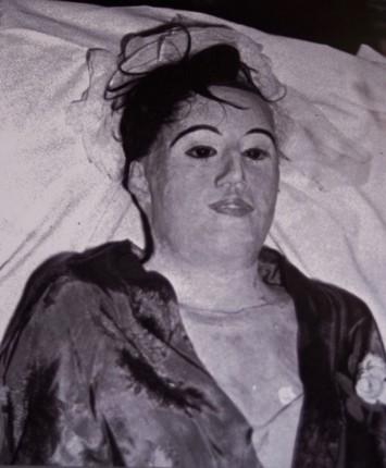 dokter yang hidup bersama mayat selama 7 tahun