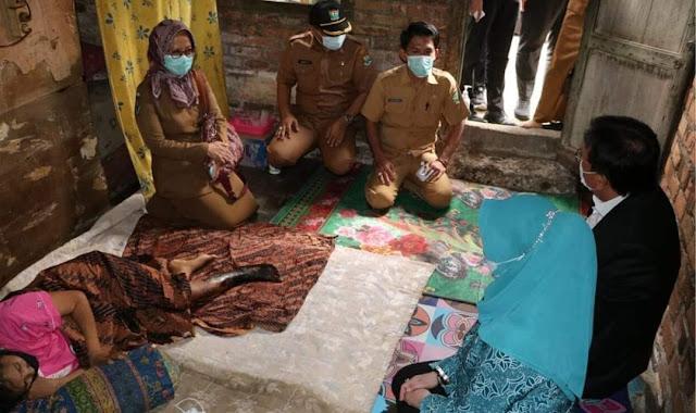 Menitikkan Air Mata, Pj Bupati HNU Kunjungi Ibu Susnaini dan Balita Siti Fatonah