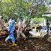 Babinsa Himbau Warga Tak Dekati Pemakaman