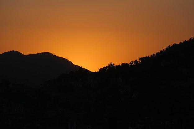 Sun set in Himalayas (www.abhitraveldiary.com)