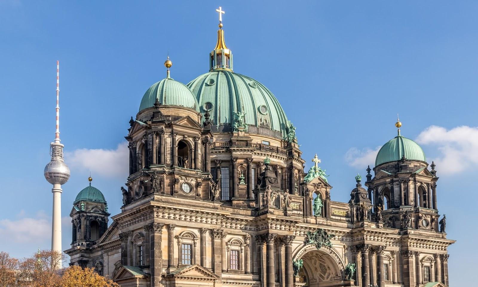 Jak zorganizować zwiedzanie Berlina znajomym? — Najważniejsze atrakcje turystyczne Berlina