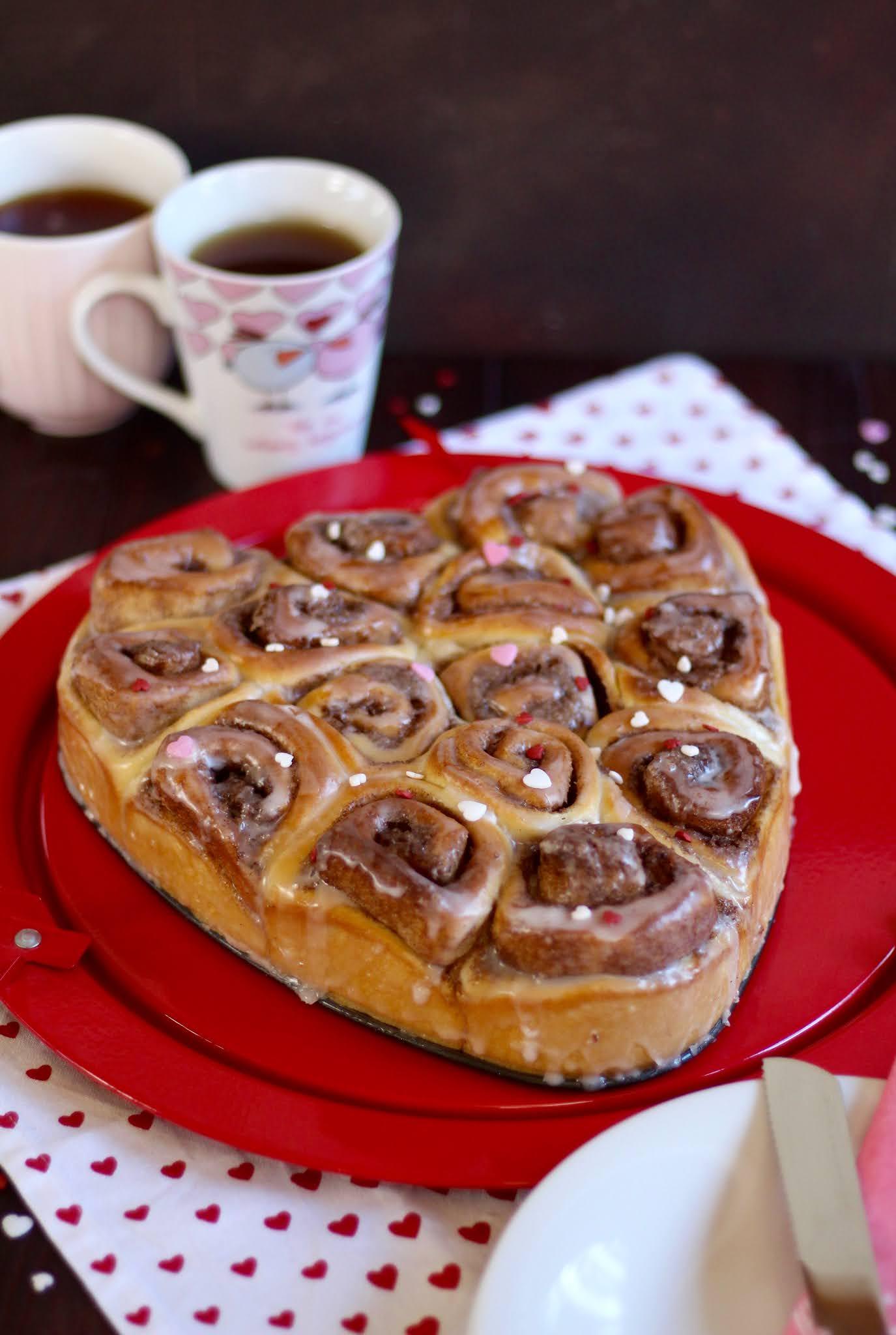 Super leckerer Zimtschnecken-Kuchen / Fluffig-saftige Hefeteig-Schnecken: Herzkuchen zum Valentinstag   Rezept und Video von Sugarprincess