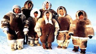 bambini inuit, l'abbigliamento tipico di pelliccia
