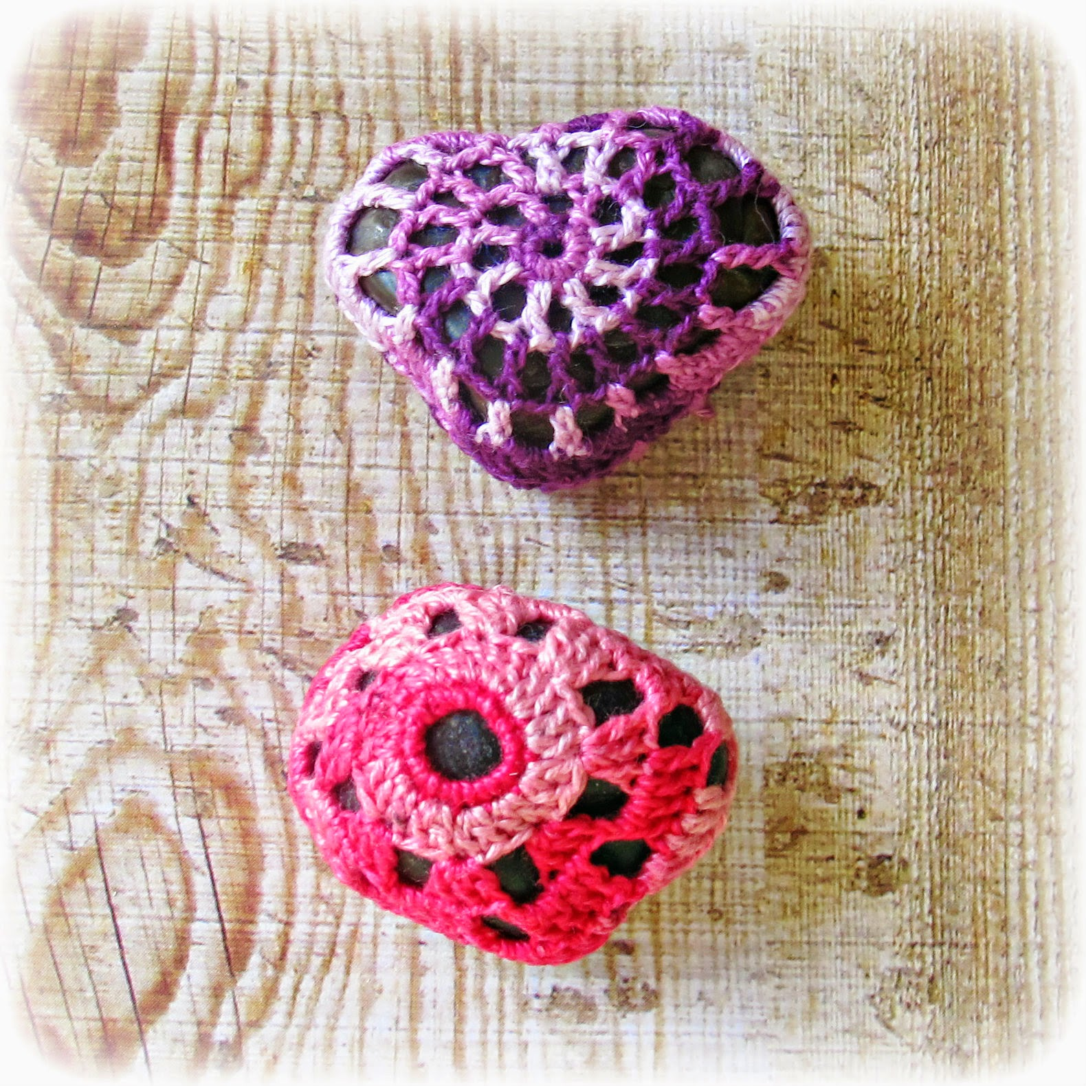 image crochet pebbles cozy crocheted stones pink purple domum vindemia rock