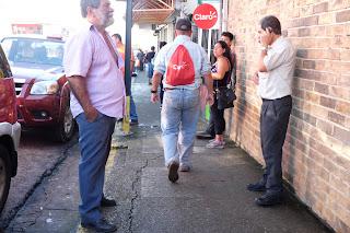 people on sidewalk in Santiago de Puriscal