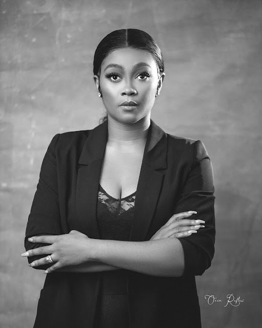 "https://bluebloodz.com/index.php/2020/07/29/nigerian-female-celebrities-join-the-""black-&-white-""-challenge-{-see-photos}/‎(opens in a new tab)"
