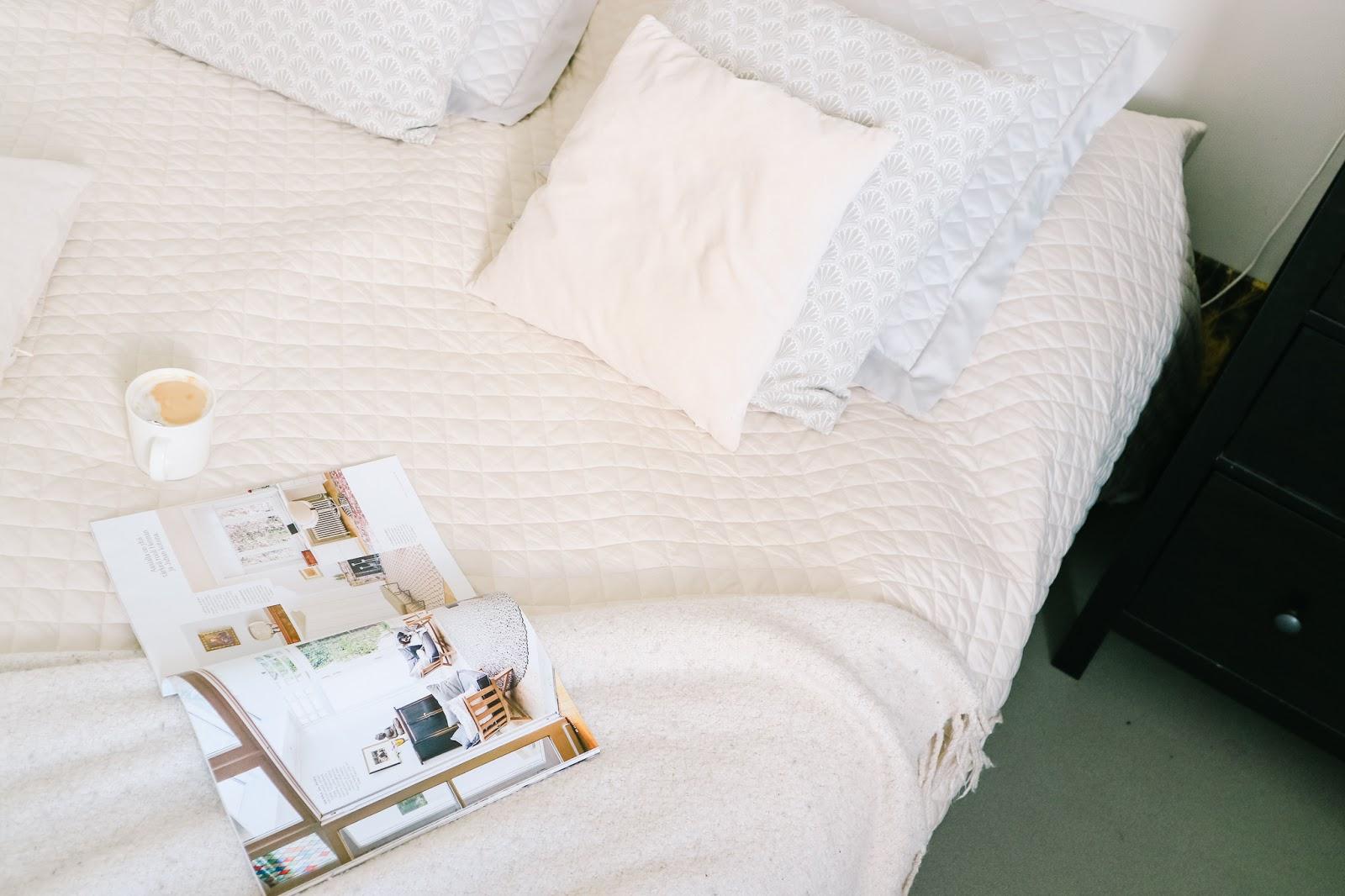 Big mamas home by Jenni S. Päivän paras tapa sängyn petaaminen
