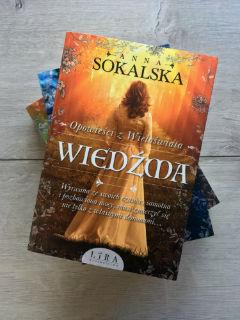 """pierwszy tom trylogii """"Opowieści z Wieloświata"""", czyli """"Wiedźma"""" Anny Sokalskiej, fot. paratexterka ©"""