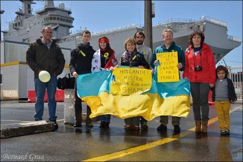 The nine first demonstrators in shipyard, May11, 2014: Philippe, Oleg, Oksana, Lena, David, Luc, Diana, Mylena & Bernard (taking the picture)