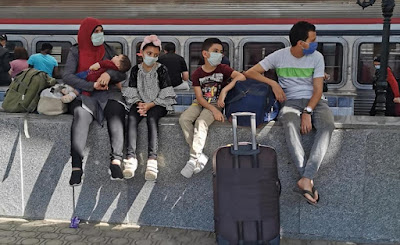 Egyptian family wearing masks in train station on Saturday