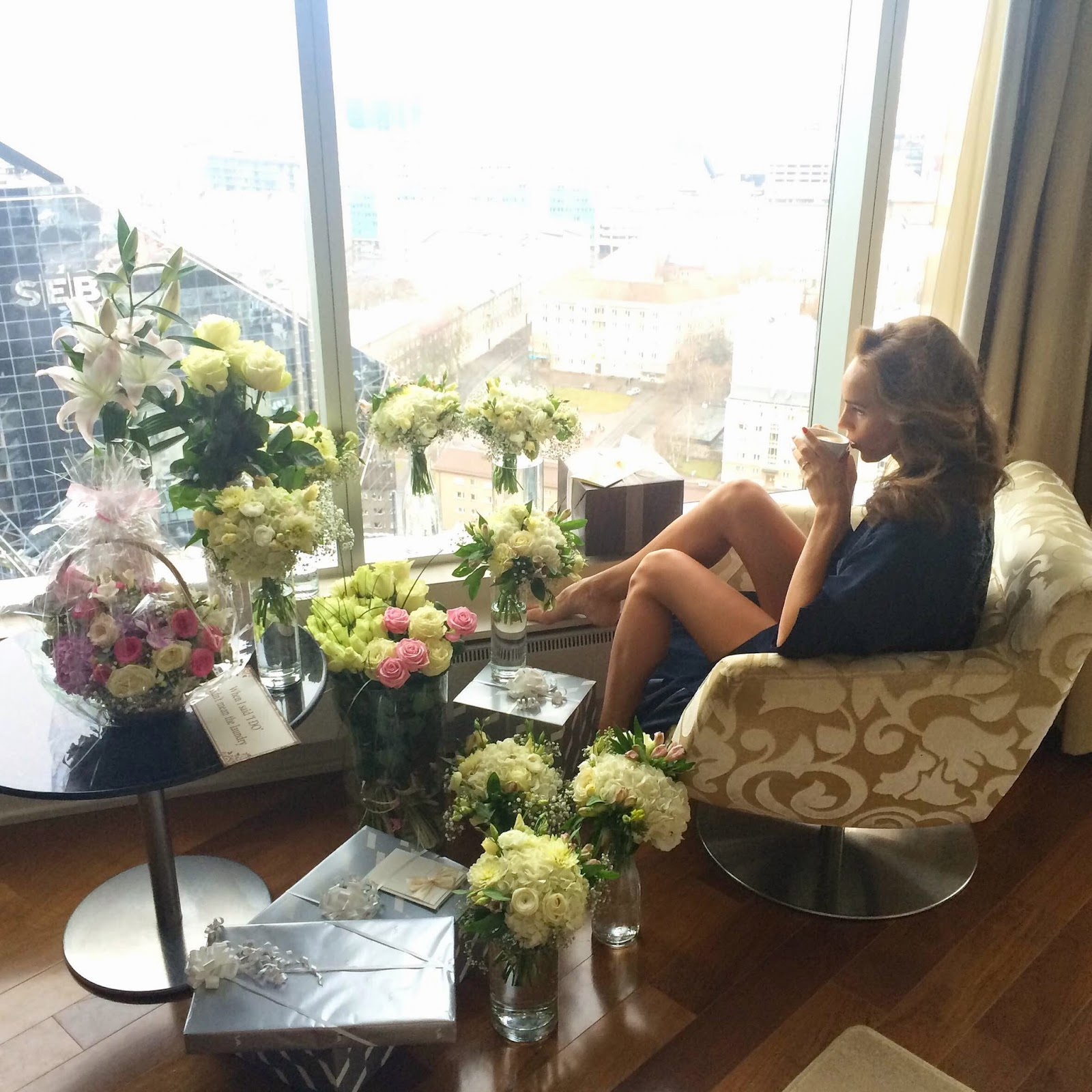 swissotel-tallinn-room-wedding-flowers-girl-morning-coffee-view