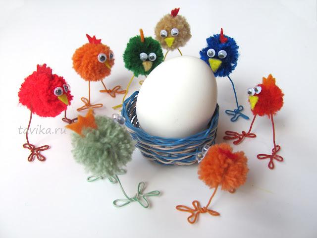 цыпленок - детская поделка из помпонов к Пасхе