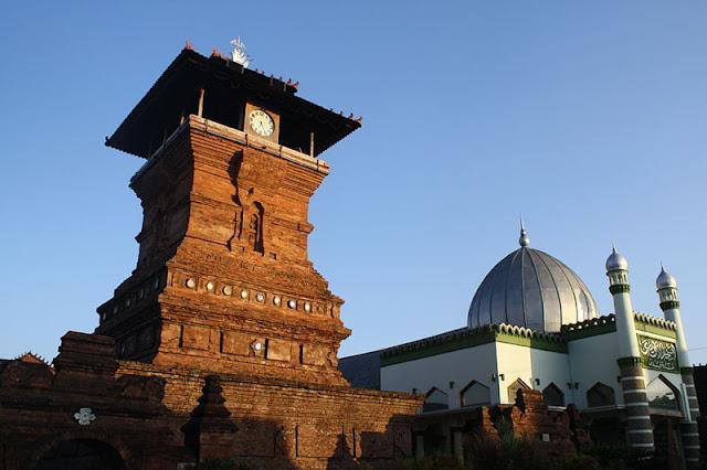 Wisata Religi : 9 Masjid Agung Tertua Di Indonesia