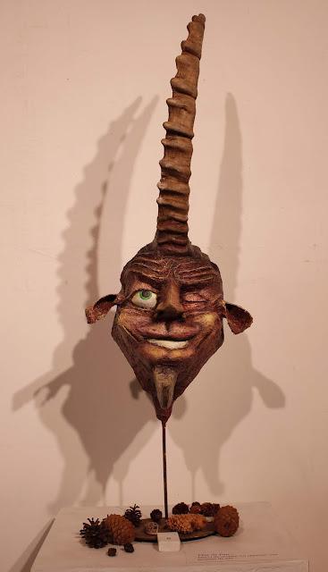 Sculpture d'art singulier avec corne de bouquetin