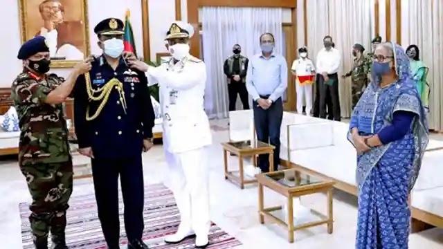 বাংলাদেশ বিমান বাহিনী প্রধানের এয়ার চীফ মার্শাল র্যাংক পরিধান