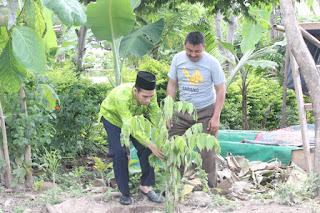 Calon Anggota DPD RI Batik Ijo Ajak Millennials untuk Gila Tanam Pohon