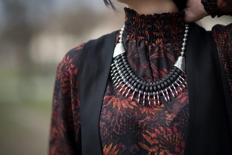 etniczny naszyjnik z drewna 2016 styl boho stylizacja boho z naszyjnikiem blog modowy blogerka modowa