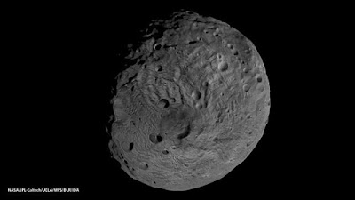 640px-Viewing_the_South_Pole_of_Vesta.jp