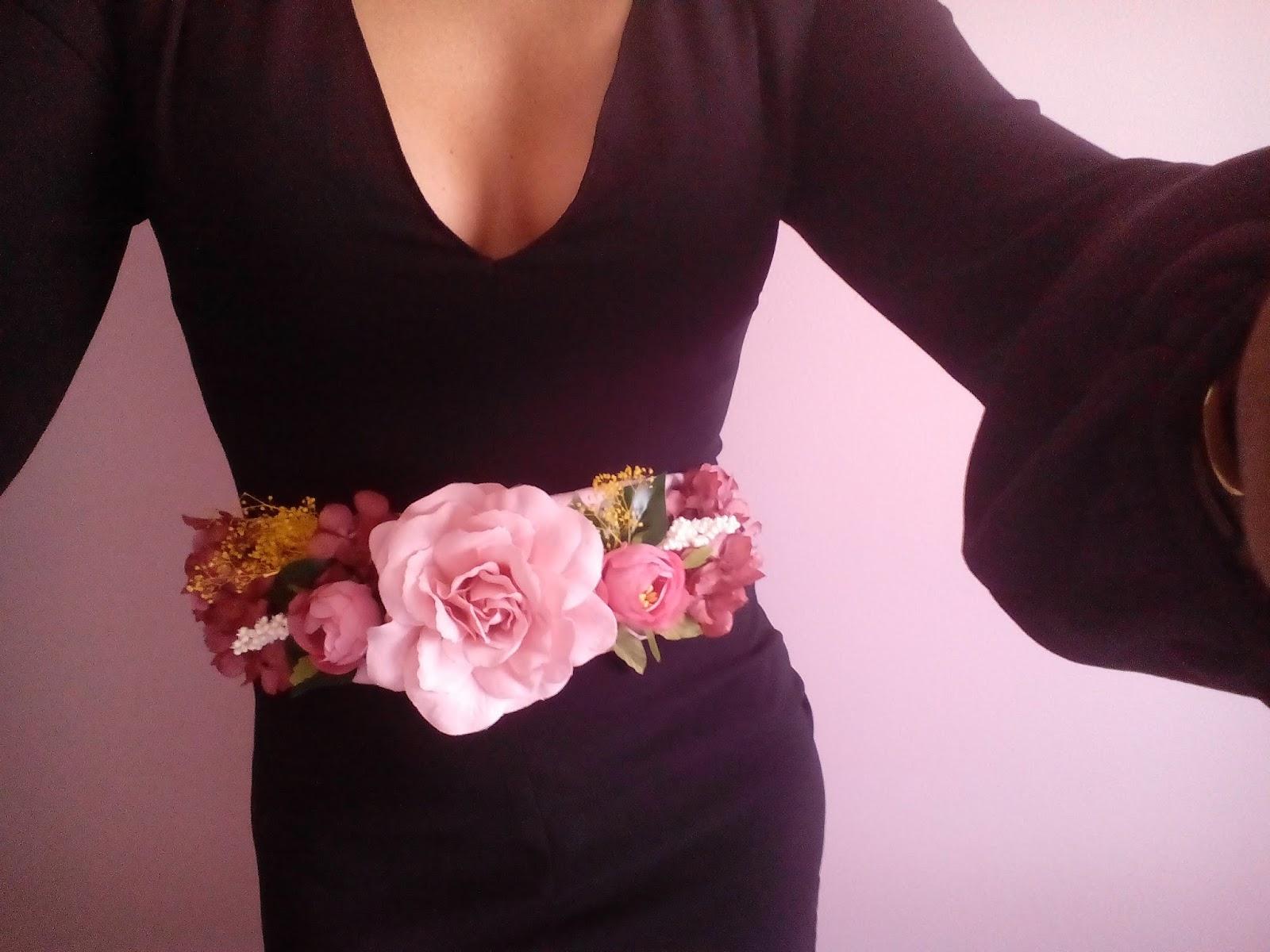 Vestidos de fiesta con cinturones de flores