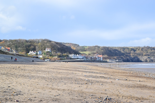 Walking Whitby to Sandsend - beach with Sandsend buildings