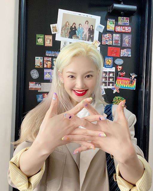 snsd hyoyeon nail art